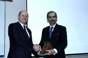 Director General NIM Karachi presenting the momento to Mr. Brian G. Heath, US Consul General